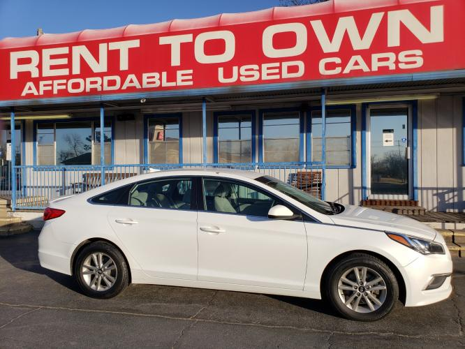 2016 WHITE HYUNDAI SONATA SE (5NPE24AF0GH) , located at 815 E Broadway St, North Little Rock, AR, 72114, (501) 801-6100, 34.755993, -92.259071 - Photo #0